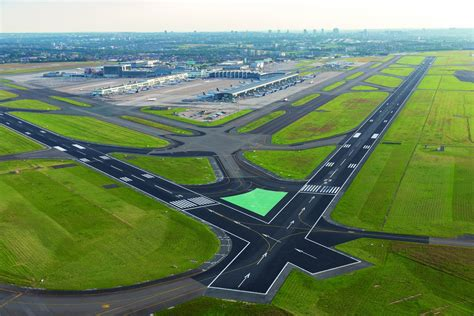 Brussels Airport's runway 07L/25R is fully operational ...