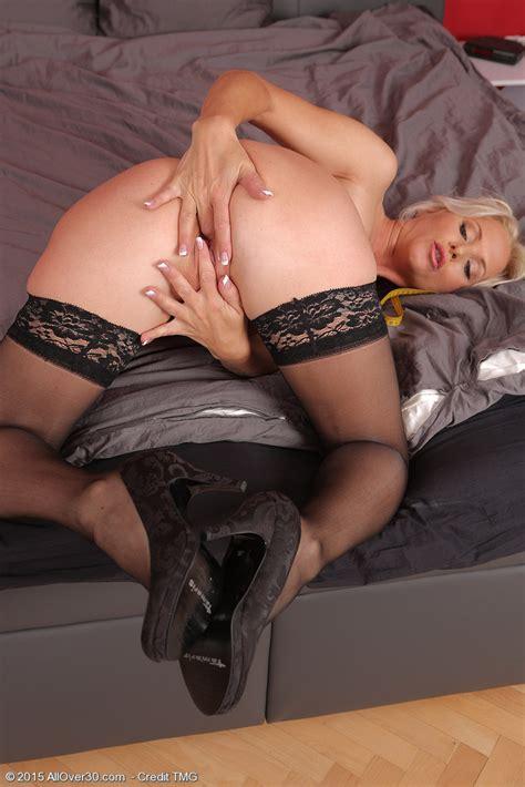 Blonde Milf Marlene Sticks Her Fingers In Her Pussy