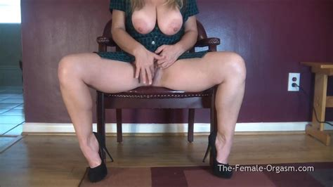 Saggy Natural Tits Mature With Big Lips Pulsing Pussy