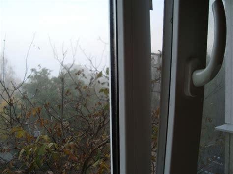 Почему зимой потеют пластиковые окна?