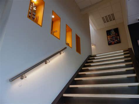cuisine inox bois re d 39 escalier murale à led éclairage doux dans votre