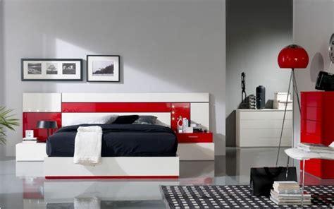 deco chambre rouge gris blanc