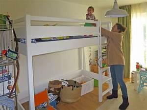 Hochbett Kinder Weiß : das wei lackierte hochbett kinto mit besonders hohen schutz rahmen ~ Whattoseeinmadrid.com Haus und Dekorationen