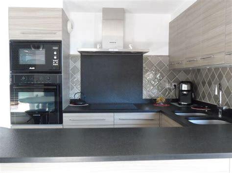 faience cuisine contemporaine carrelage gris taupe cuisine salle de bains faïence