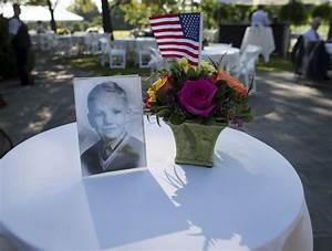 Neil Armstrong Funeral: Hundreds Pay Tribute to Reluctant ...