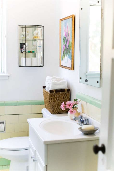 Apartments Accessories by 11 Essential Organizing Products For A Small Bathroom