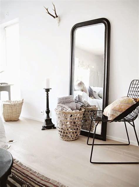 grand miroir a poser au sol les 25 meilleures id 233 es concernant grand miroir sur miroir allant jusqu au plafond