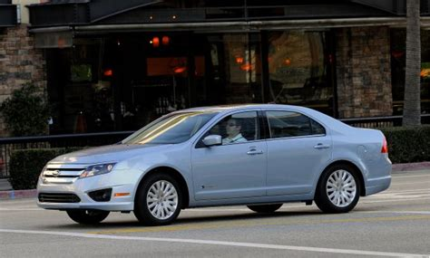 2010 Ford Fusion Hybrid Packs Its Bags And Hits The Road