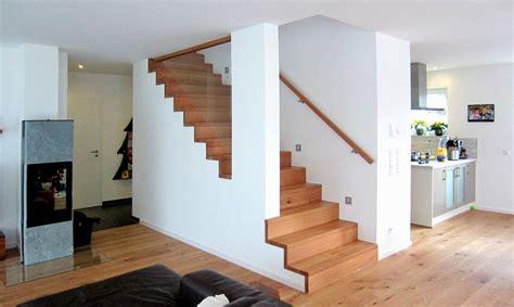 betontreppe mit holzstufen holzstufen auf betontreppe treppenstufen aus holz bucher treppen das original