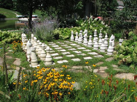 Garden Art : Art In The Garden