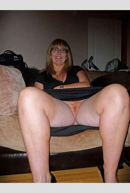 Maria, your next door horny neighbour | Mature Porn Photo