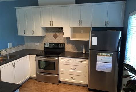 best product to clean kitchen cabinets how to clean newly refaced kitchen and bathroom doors