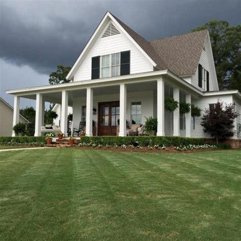 Farmhouse Front Porch Molino Green Farm 00 Jpg 90 Modern American Farmhouse Exterior Landscaping Design
