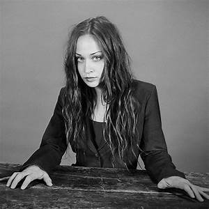Fiona Apple Too Busy With Tours To Have Boyfriend But ...