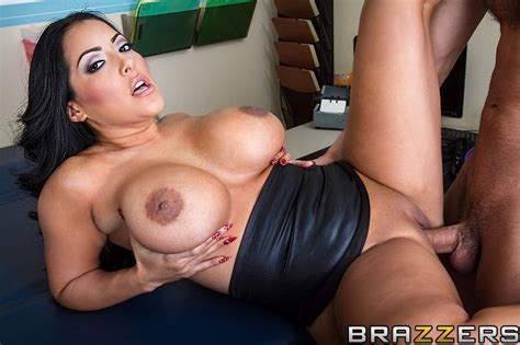 Official Getting A Hot Doc Off Video With Kiara Mia