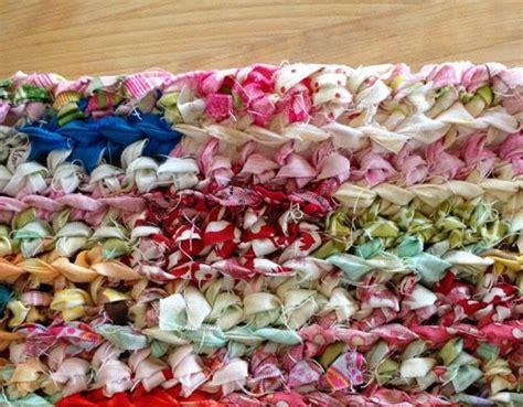 les tapis de cuisine diy faire un tapis au crochet avec des bandelettes de tissu