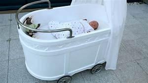 Baby Wiege Holz : was ist besser wiege oder stubenwagen f r das baby ~ Frokenaadalensverden.com Haus und Dekorationen