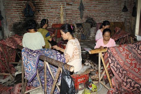 wisata batik pesindon membatik