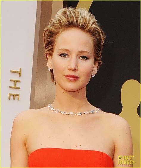 Jennifer Lawrence Falls On Oscars Red Carpet 2014 Video