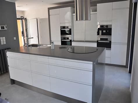 plan de travail cuisine en quartz prise pour ilot central cuisine 6 granits d233co plan