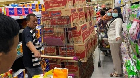 Jakarta Is Latest City Hit By Covid-19 Panic Buying, As ...