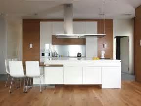 Idee di cucine moderne con legno colori e