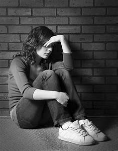 Teen Depression In Girls Linked To Absent Fathers In Early