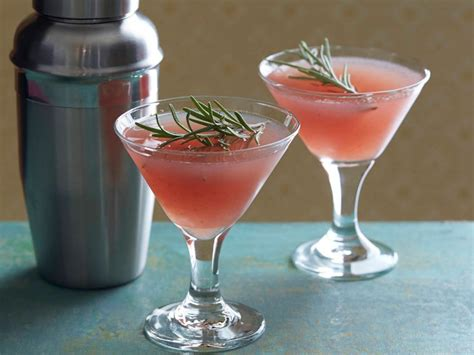 holiday cocktail recipes best holiday cocktail recipes from alie and georgia