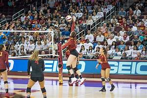 Women's volleyball narrowly edges out a victory over ...