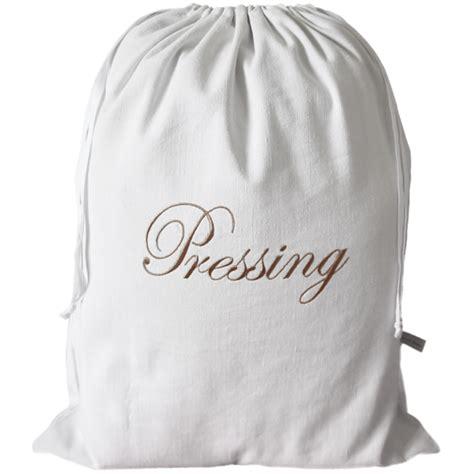 deco cuisine blanche sac à linge sale brodé très utile pour le voyage ou pour