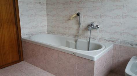 montaggio vasca da bagno sostituzione vasca con doccia idee ristrutturazione bagni
