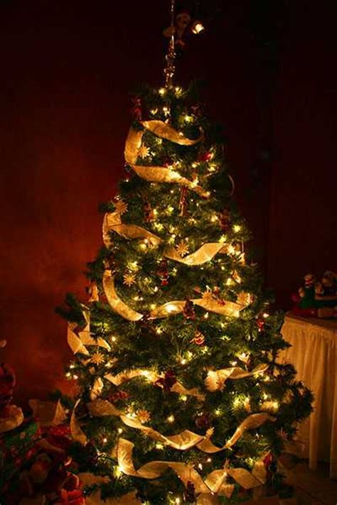 safe christmas decorating tips christmas tree decoration