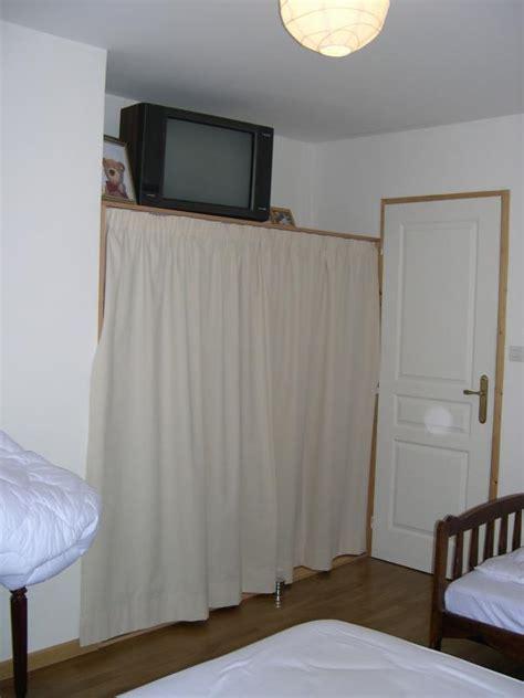 rideaux pour fermer les placards dans les chambres la