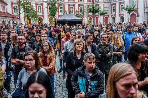 Poznań: Na koncerty, spektakle i seanse na Wolnym trzeba ...