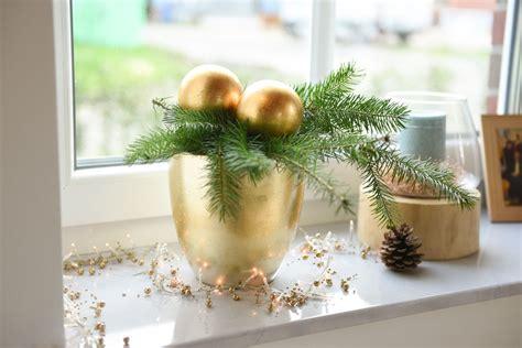 Weihnachtsdeko Fensterbank Rot by Weihnachtsdeko In Rot Und Gold Frohe Weihnachten In Europa