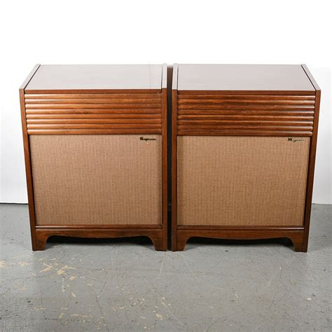 vintage record player cabinet vintage magnavox record player console ebth
