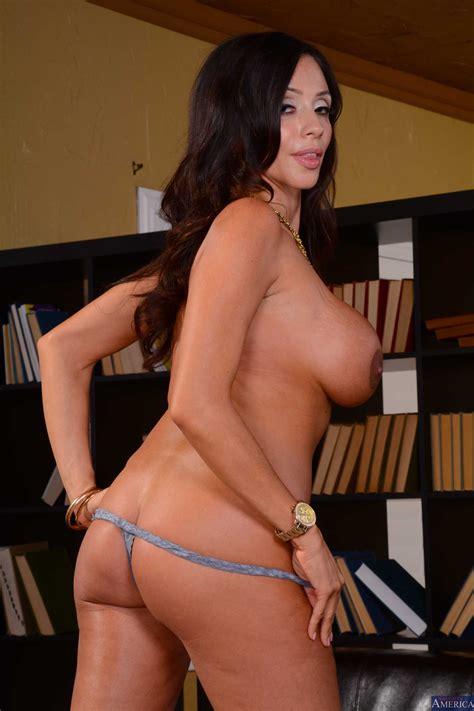 smoking hot woman likes a good fuck photos ariella ferrera chad white milf fox