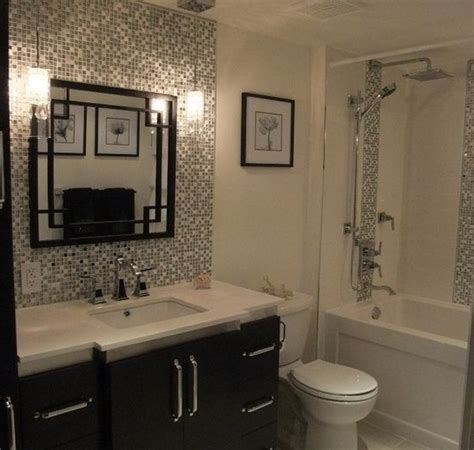 Random pattern and size tile for small bathroom backsplash
