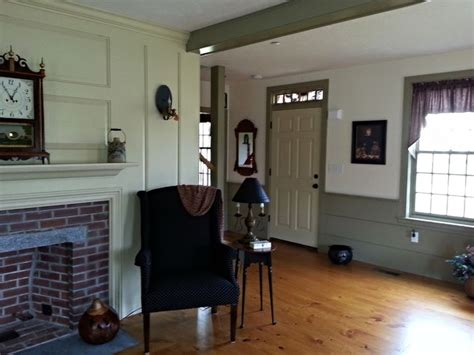 classic colonial homes interior sitting room primitive