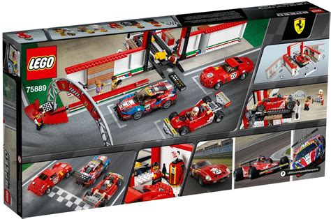 This set features not one or two but three ferrari racing cars. Lego Speed Champions 75889 pas cher, Le stand Ferrari