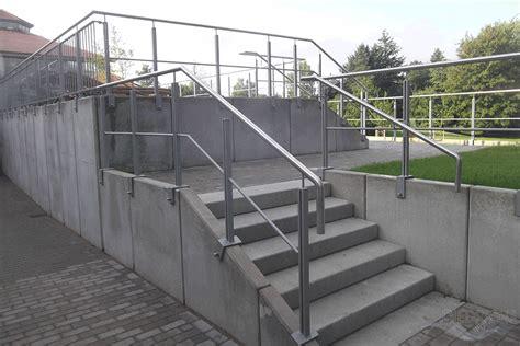 Auf Geländer by Gel 228 Nder