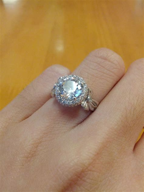 Want To Show Off Your Engagement Rings?  Askwomen