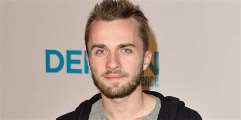 photo de squeezie squeezie lucas hauchard sa biographie cosmopolitan fr