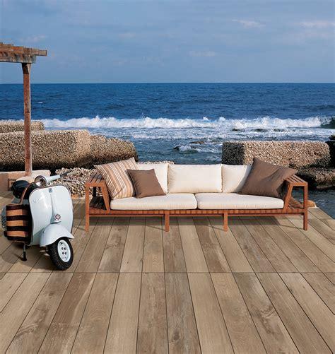 pavimenti per terrazzi esterni esempi di pavimenti per terrazzi piscine e altri ambienti