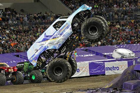 monster truck jam florida ta florida monster jam january 18 2014 hooked