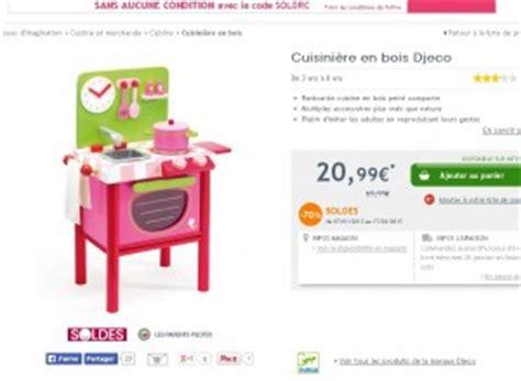 cuisine djeco cuisiniere en bois pour enfants à 21 euros de la marque djeco