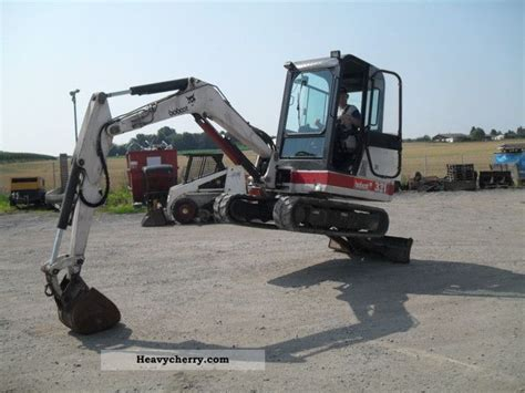 bobcat   tons  minikompact digger construction equipment photo  specs