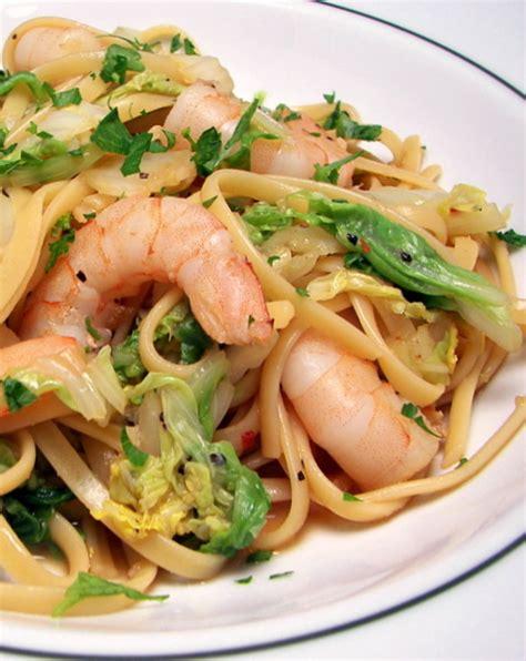 cuisine chinoi recette nouilles chinoises sautées aux légumes et aux