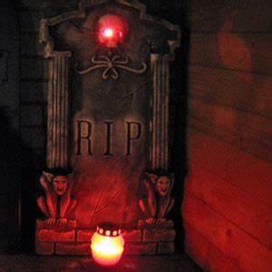 Halloween Deko Außen : halloweendekoration schaurige deko zu halloween ~ Jslefanu.com Haus und Dekorationen
