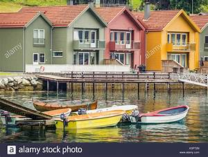Häuser In Norwegen : colorful houses norway stockfotos colorful houses norway bilder alamy ~ Buech-reservation.com Haus und Dekorationen